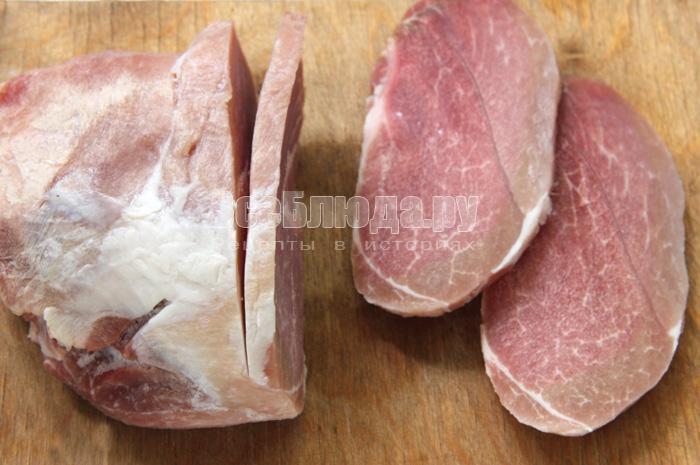 нарезаю замороженное мясо