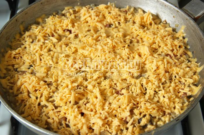 посыпать сверху тертый рис