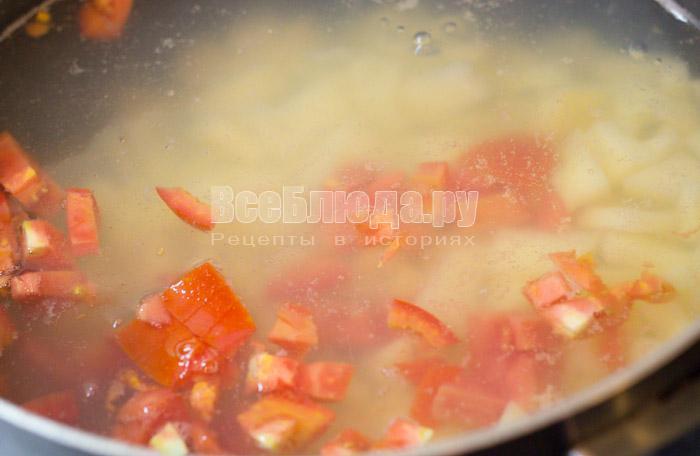 порезать помидоры в суп