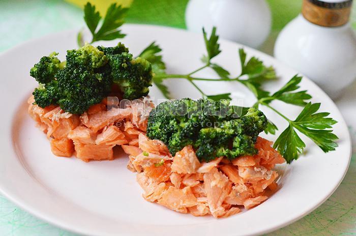 как приготовить вкусный салат с форелью и брокколи