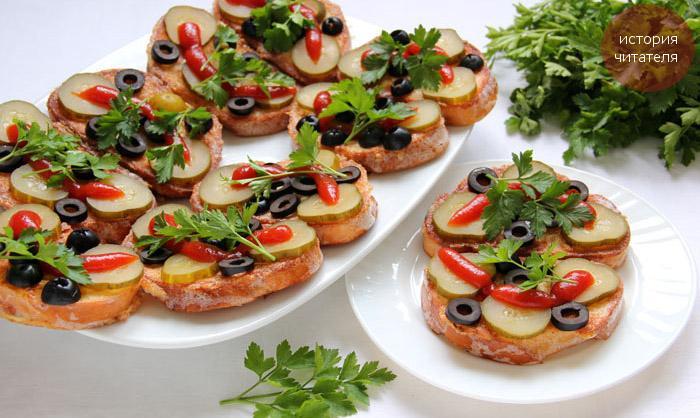 Бутерброды закусочные с омлетом и огурцами