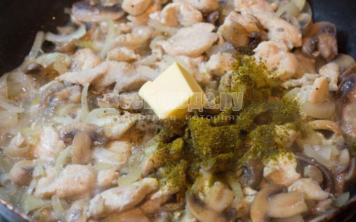 сливочное масло и приправы