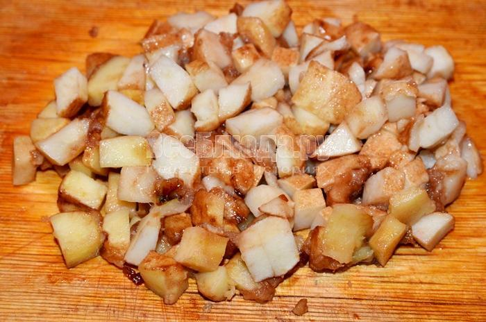 Куриные крылья с карамелизированными яблоками и луком – кулинарный рецепт