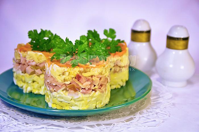 Салат с копченой курицей и сыром рецепт