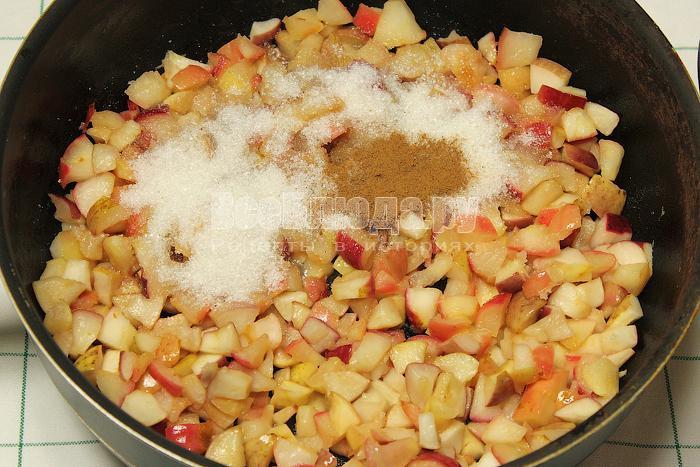 Сделали начинку из яблок
