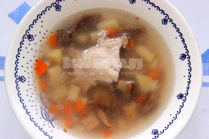 порция гречневого супа с грибами