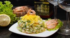 Салат - креветки, огурцы, яйца