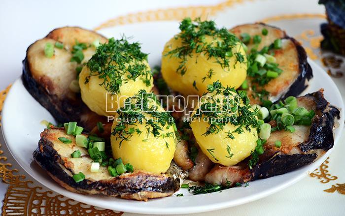сом жареный с картошкой