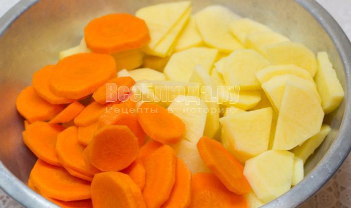 порезать картошку и морковку