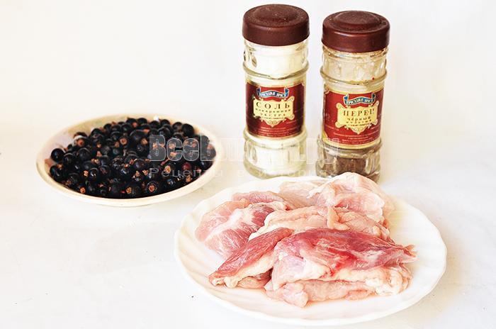 необходимые ингредиенты для мяса со смородиной: