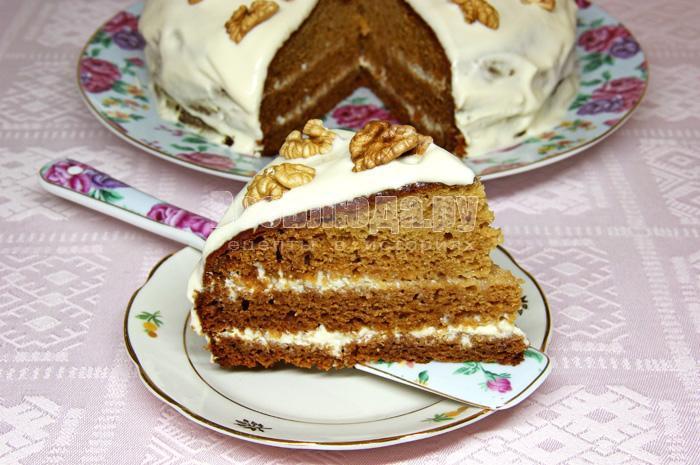 кусок торта негр в пене